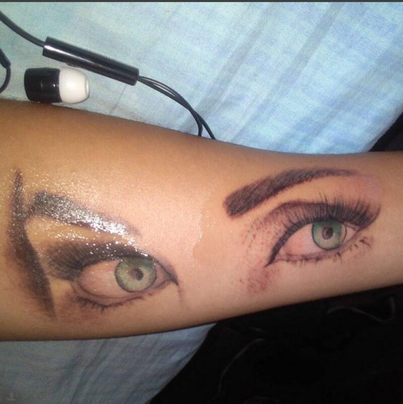 Este es el tatuaje que el fan de Anahí se hizo en honor a ella.