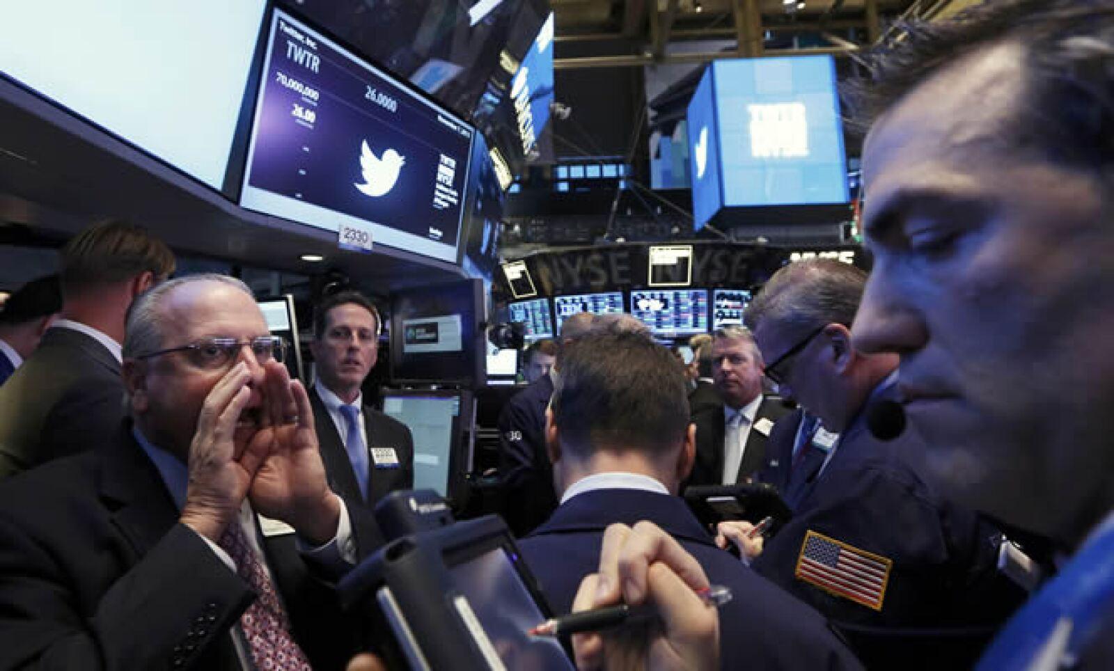 Twitter terminó la semana, en su segundo día de cotización en la Bolsa de Nueva York, con una pérdida de 7.24% a 41.65 dólares por acción.