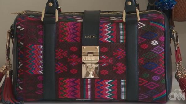Carteras artesanales guatemaltecas llegan a Nueva York como accesorios de lujo