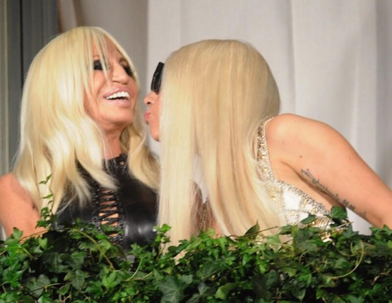 Ambas han trabajado juntas ya que Versace diseñó los vestuarios de la gira `Monster´.