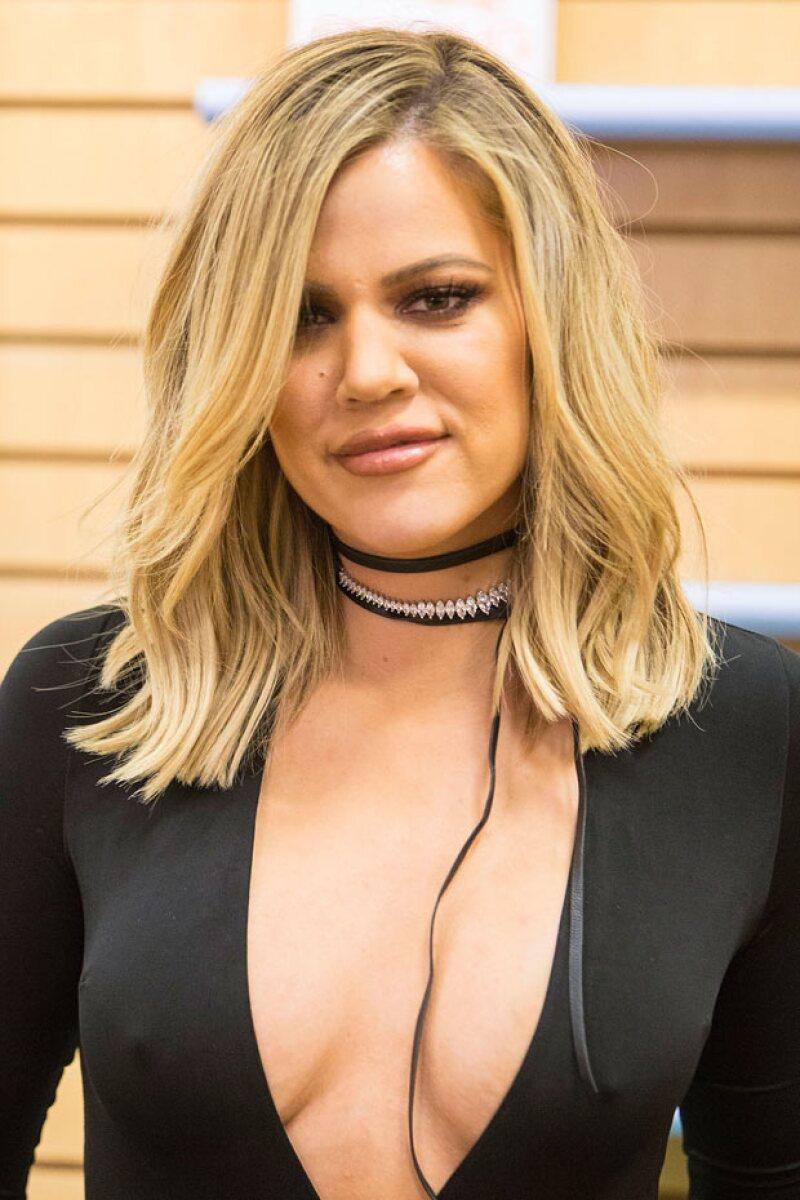 La estrella televisiva ha contestado a sus seguidores en Twitter sobre quienes cuestionaron que sólo está con su ex esposo para verse bien ante los medios. Momentos después pidió una disculpa.