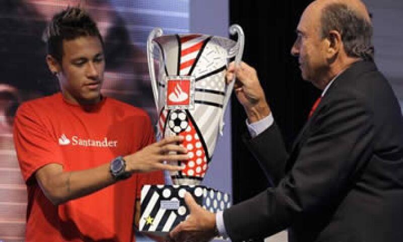 Santander patrocina el torneo de la Copa Libertadores de América, justa que ganó un equipo brasileño en su pasado edición. (Foto: AP)