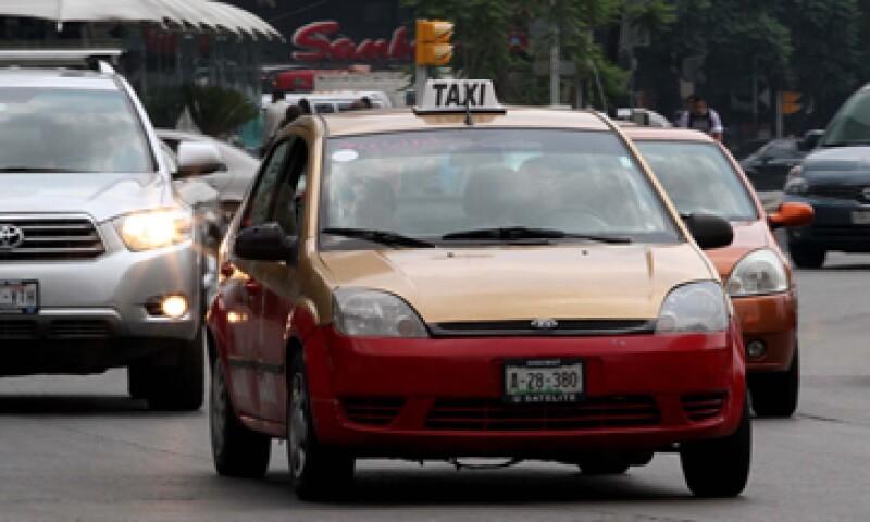 Las regulaciones a taxis han protegido todo tipo de prácticas monopólicas. (Foto: Notimex)