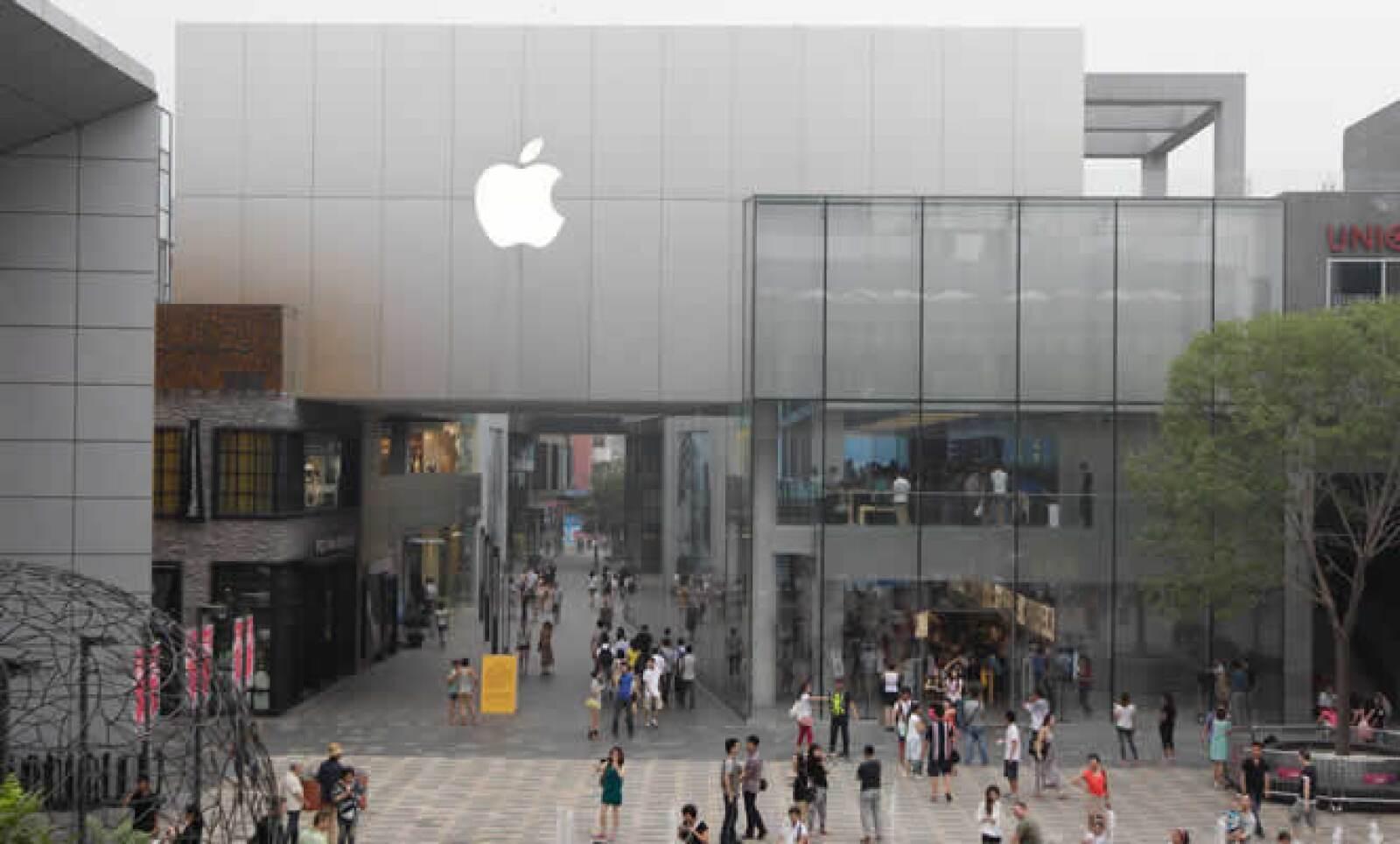 """La ley china prohíbe a las compañías copiar """"el aspecto y la atmósfera"""" de tiendas de otras empresas, pero la vigilancia es escaza. En esta imagen sí vemos a una de las 4 tiendas oficiales de Apple en China."""
