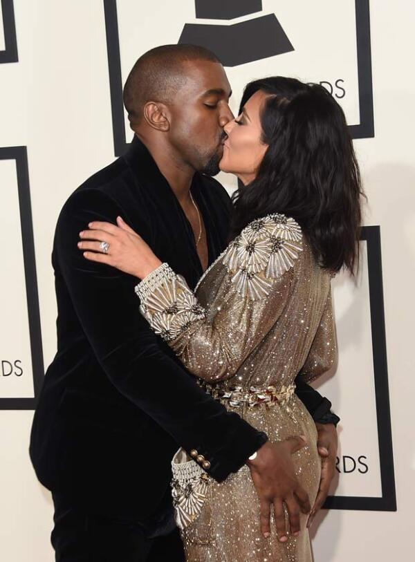 La pareja durante el red carpet de los Grammys.