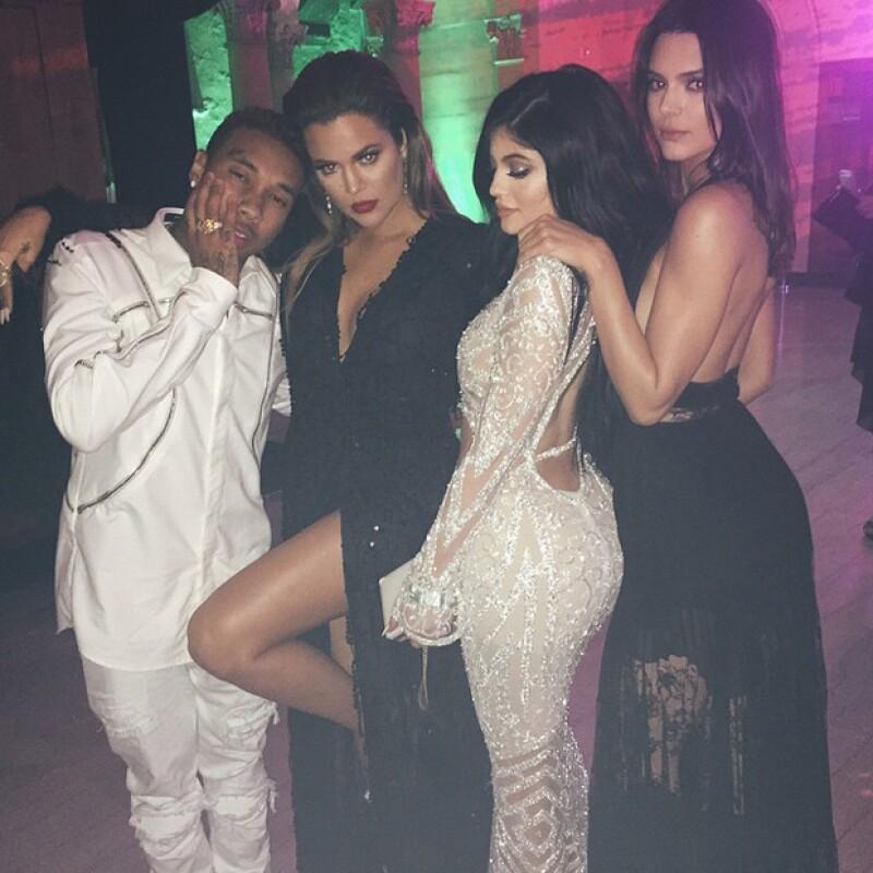La socialité llamó la atención en una fiesta esta semana al lucir un entallado vestido que resaltaba su figura, muy al estilo de Khloé y Kim.