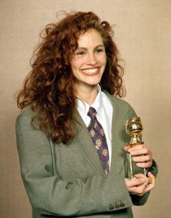 Nadie podrá olvidar la película que marcó el despegue de Julia en su carrera, Mujer Bonita, en donde actuó al lado de Richard Gere en 1990. Aquí con el Golden Globe que ganó por su actuación en Mujer Bonita en 1990.