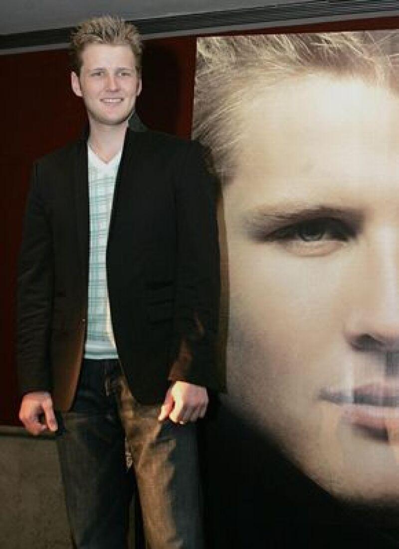 Alexander Acha admitió que ser hijo del cantante le ha ayudado en su carrera.
