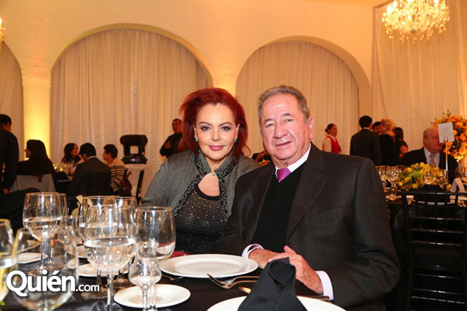 María Elena Molineros y Enrique Hernández Rebollado