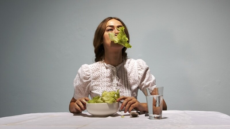 ensalada mujer comida obesidad