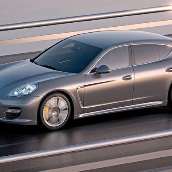 Más del 20% del vehículo está hecho en aluminio, lo que garantiza su ligereza y desempeño rápido sobre el asfalto.