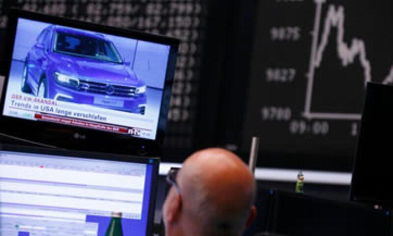 Las acciones de la automotriz alemana cayeron el martes 19.8%. (Foto: Reuters)