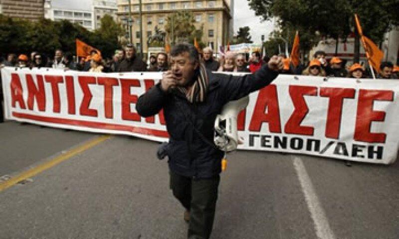 Los trabajadores cierran puertos y suspenden el transporte público. (Foto: Reuters)