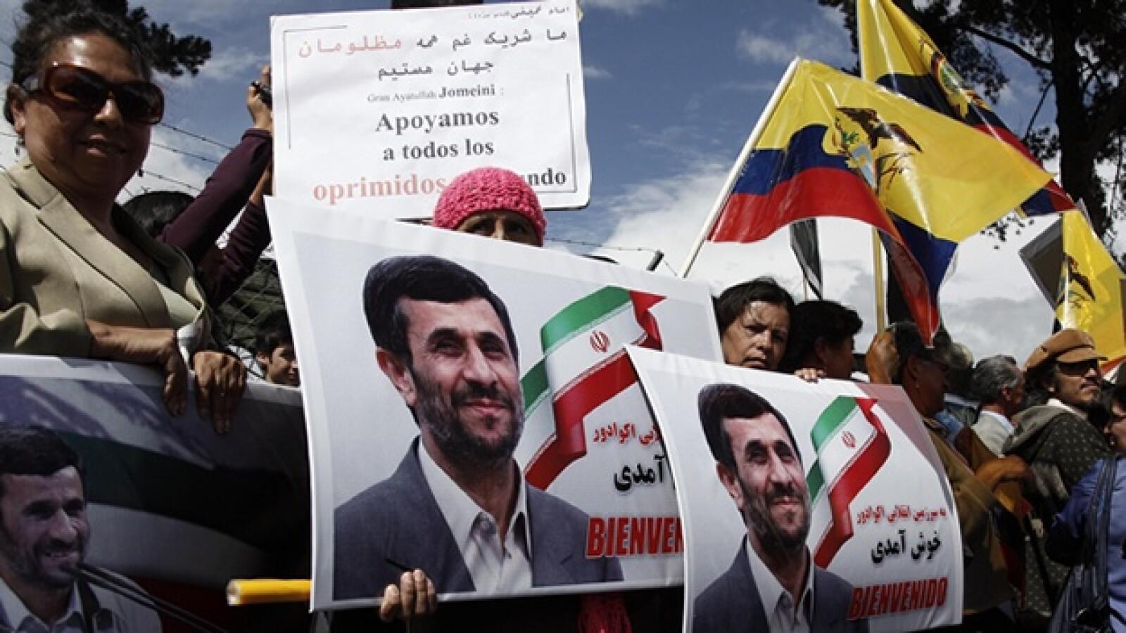 Gente recibe a presidente de Iran