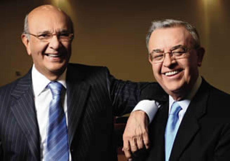 José Antonio Pérez, de 73 años y Víctor Manuel Requejo, de 71, buscan en las aulas ideas nuevas para sus negocios. (Foto: Ramón Sánchez Belmont)