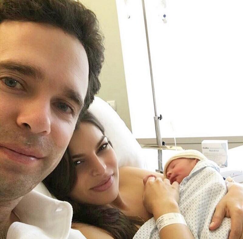 Los felices papás compartieron fotos de su bebé y se mostraron muy emocionados ante su llegada y agradecidos por los mensajes de felicitación.
