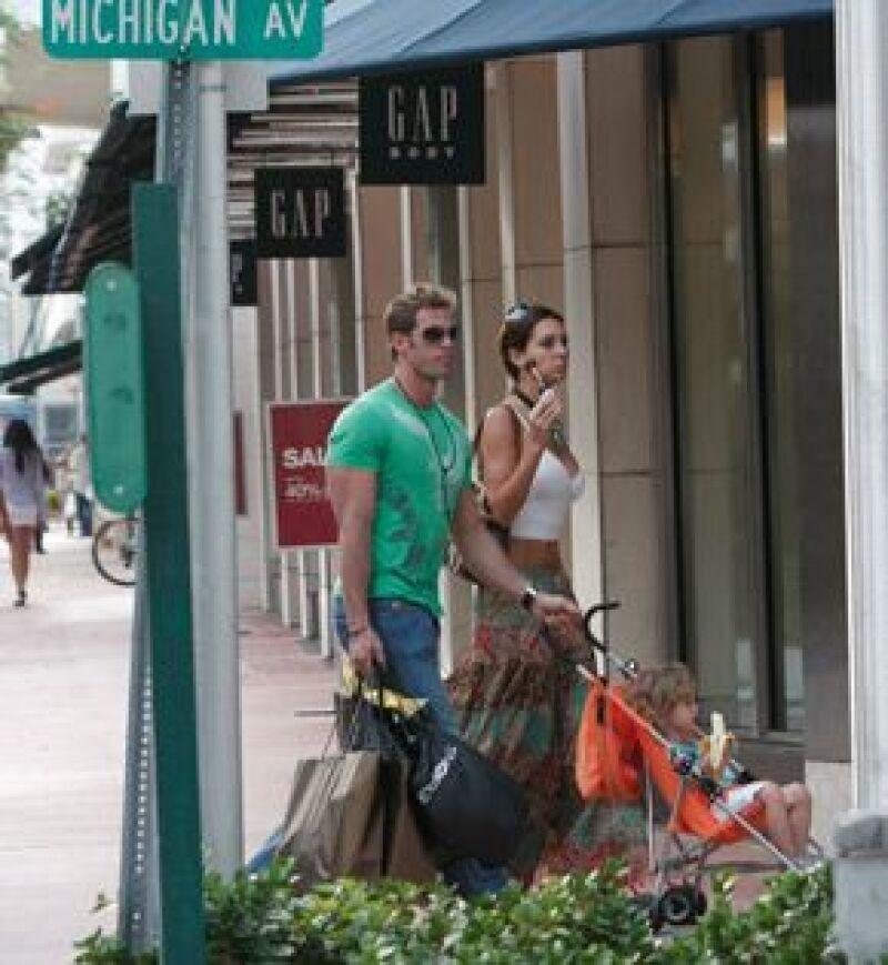William, Elizabeth y Christopher pasearon e hicieron algunas compras.