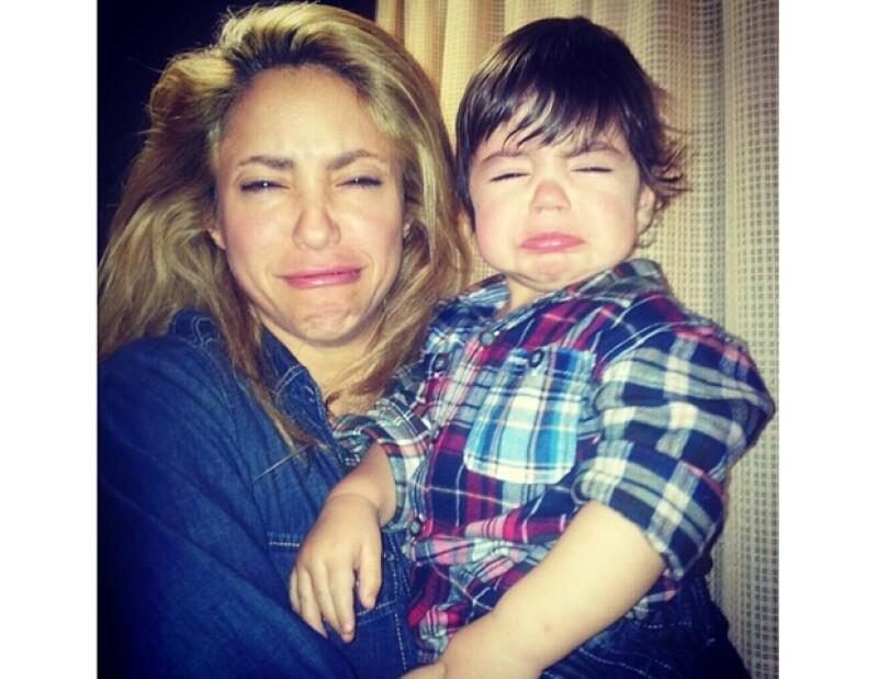 Gerard Piqué captó el momento justo en el que su pequeño hijo tocaba la batería mientras Shakira lo cuidaba.