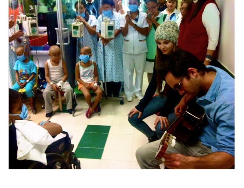 La cantante ha tomado como misión visitar a los pequeños en el hospital para regalarles un momento musical y recordarles que no deben perder la esperanza.