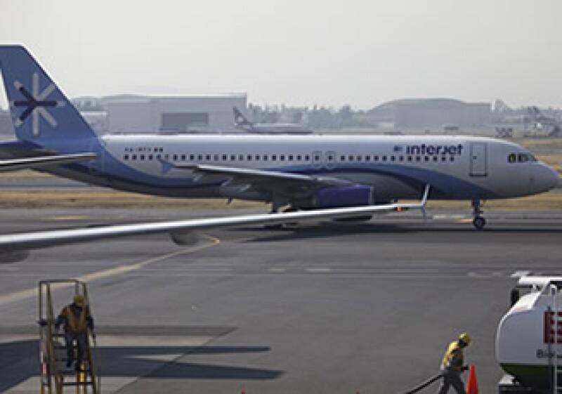 Interjet y VivaAerobus ofrecen las tarifas de avión más económicas. (Foto: AP)