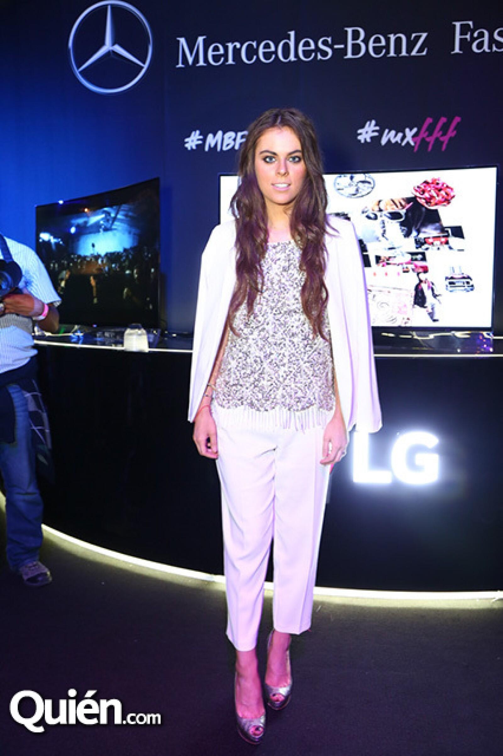 Yael Sandler con saco y pantalón del mismo tono en el coctel que ofreció Nook por su participación en el MBFWMx.
