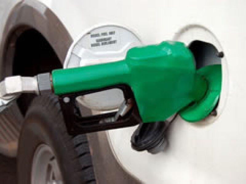 El alto precio del petróleo impactará los precios de la gasolina. (Foto: Archivo)