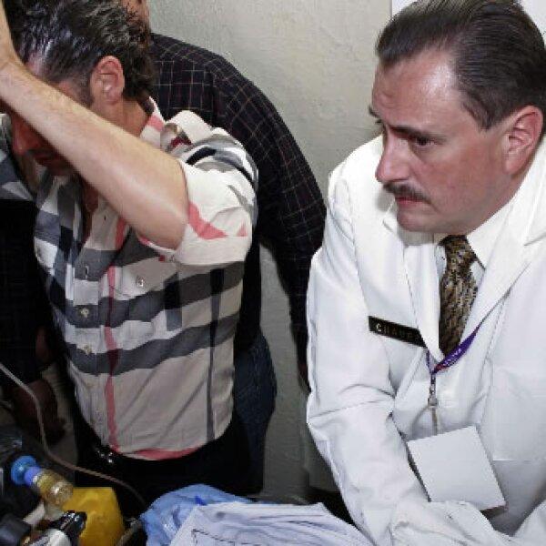 Carlos Hernández, uno de los doctores que lo han atendido en la enfermería