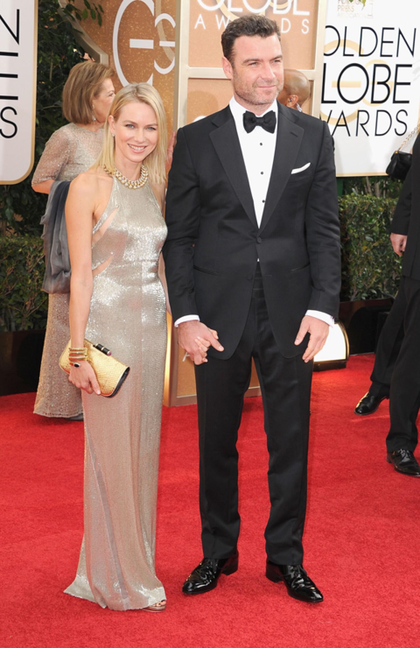 Naomi Watts llegó viéndose espectacular junto a su esposo Liev Schreiber.