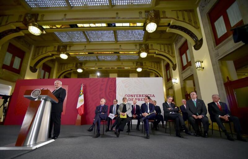 López Obrador y empresarios.jpeg