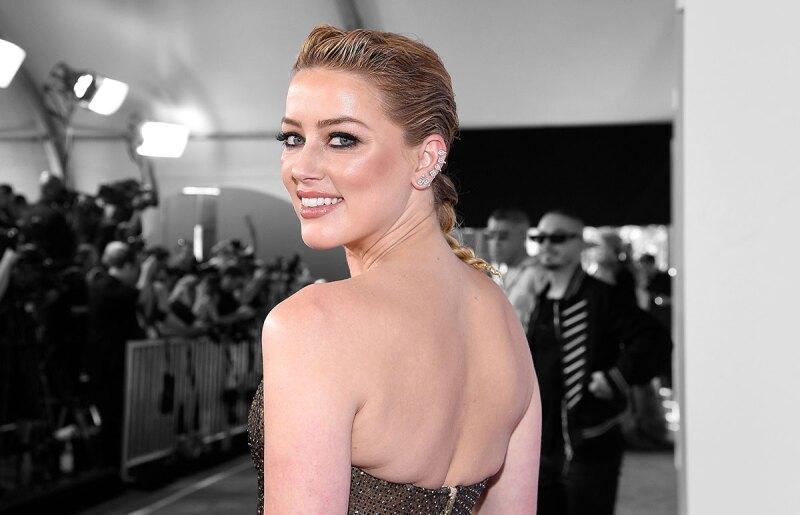 Amber-Heard-Aquaman-Premiere-Valentino-Gorra-Natacion