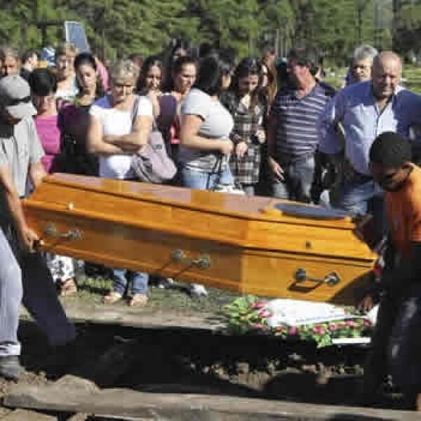 Entierro de una de las victimas del incendio en Kiss Brasil