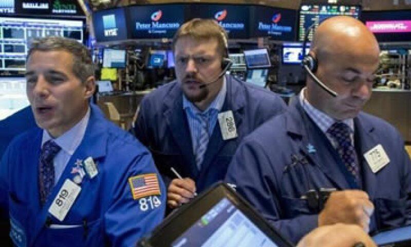 El Dow Jones caía 1.30% en la Bolsa de Nueva York. (Foto: Reuters)