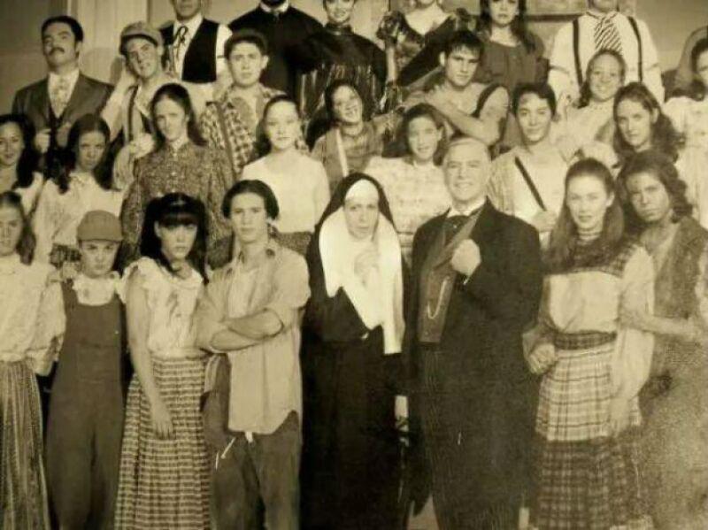 Rodrigo Vidal compartió una foto del musical Muchachos de Nueva York con Aracely en el elenco.