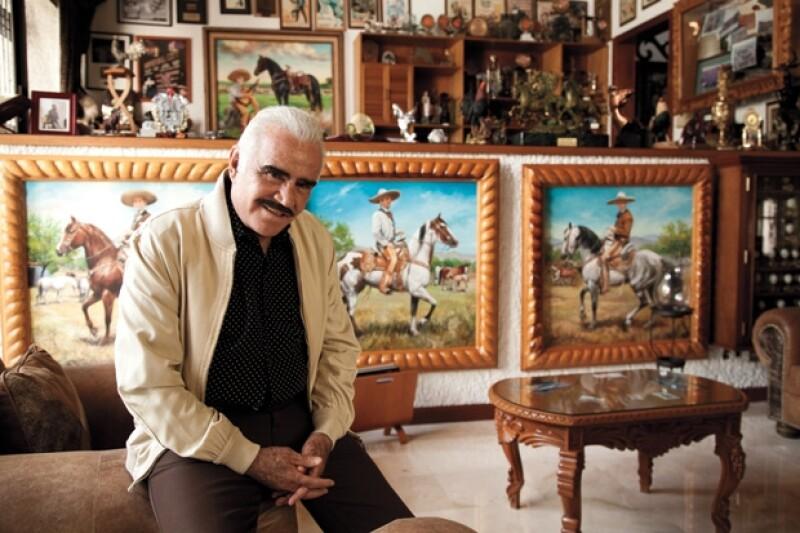 Vicente Ferández abrió las puertas de su casa y ahí nos contó anécdotas del pasado con su familia.