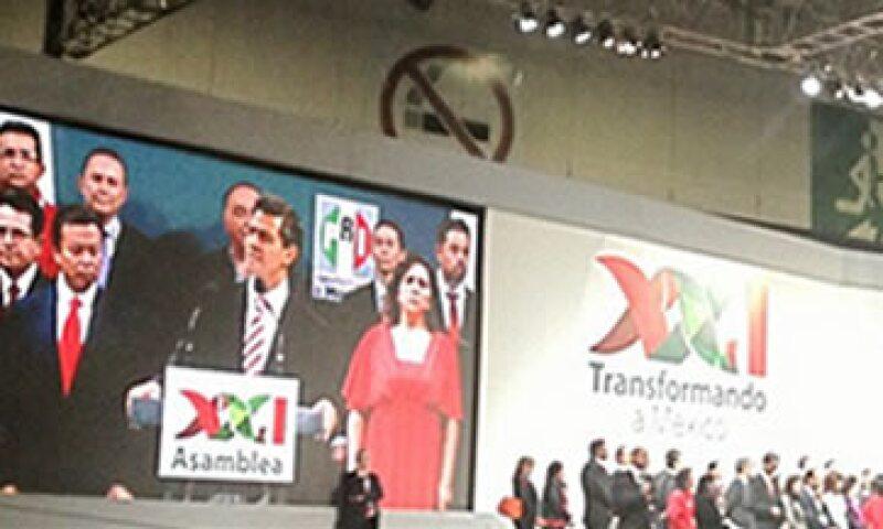 El PRI se asume hoy como el partido que enfrentará los desafíos del siglo XXI, dijo el presidente Peña Nieto. (Foto: Tomada del sitio twitter.com/AsambleaPRI21)
