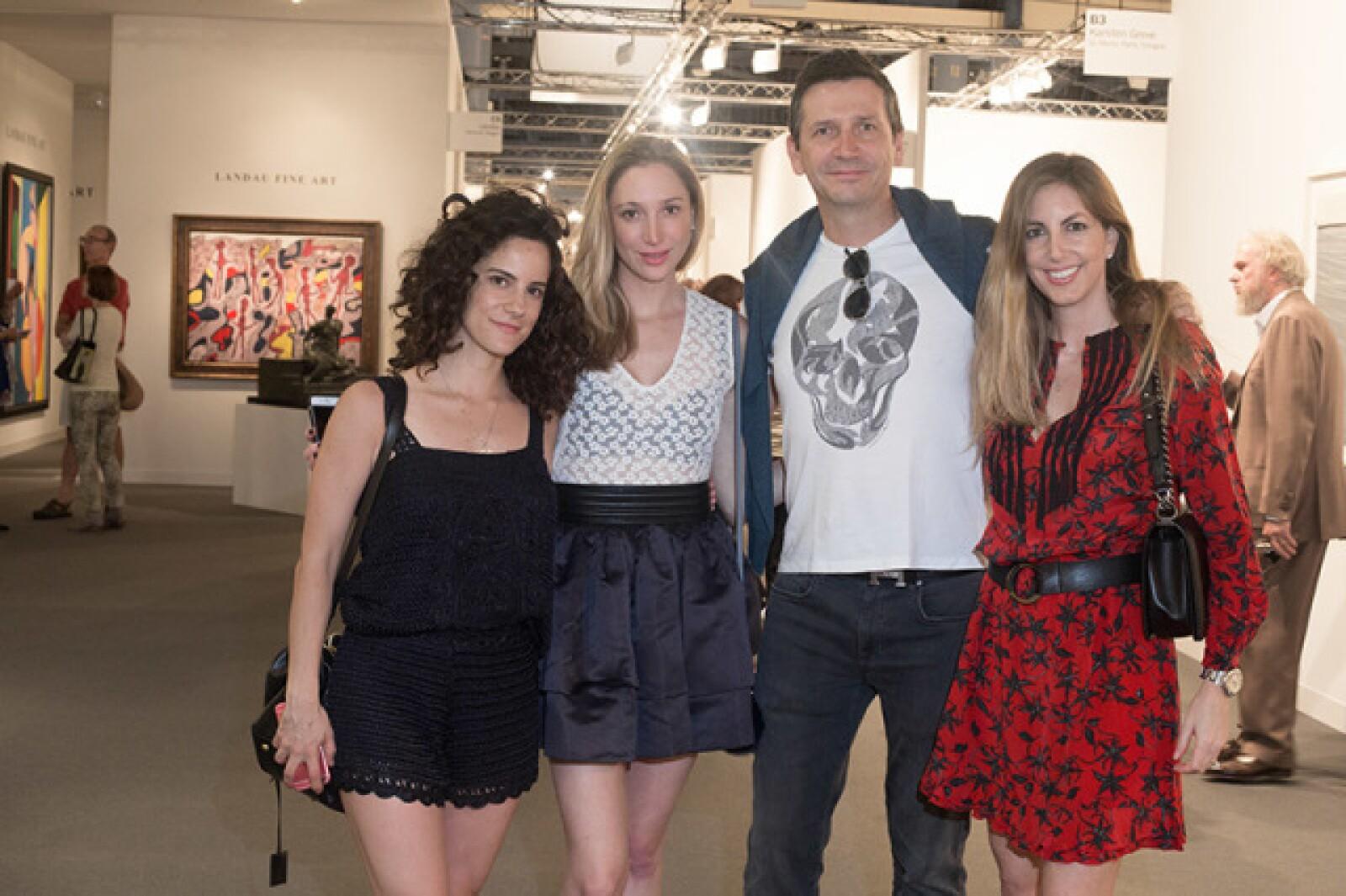 Francesca Ronci con Lilian,  Arturo y Vanessa Filio