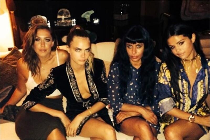 La cantante, que este martes cumplió 22 años, fue vista divirtiéndose al lado del empresario Tommy Chiabra en un yate en Saint-Tropez.