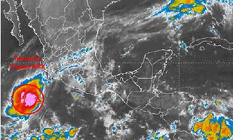 Según el pronóstico, la tormenta se alejará de las costas mexicanas el próximo lunes. (Foto: SMN/Cortesía )