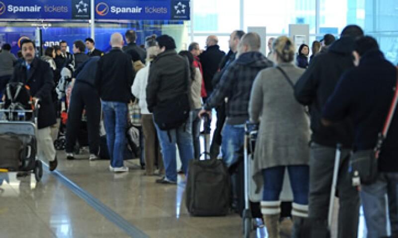 La suspensión de operaciones ha afectado a miles de personas dentro y fuera de España. (Foto: AP)