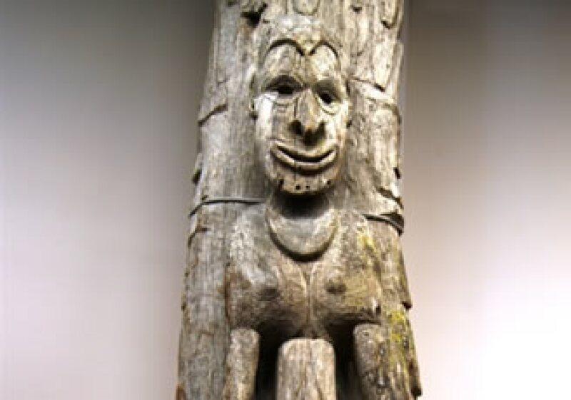 Un poste de casa hecho de madera y pigmento, con procedencia del Museo Young. (Foto: Cortesía DMC INAH)