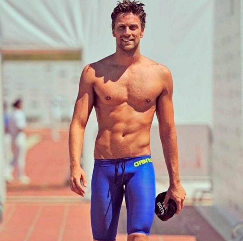 """A sus 25 años, """"El galán de la piscina"""", como también se le conoce, además de ser un deportista olímpico, también es una estrella de la publicidad."""