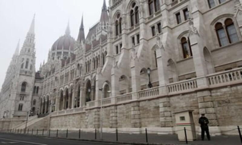 """Fitch coloca nota de Hungria en """"basura"""" (Foto: Reuters)"""