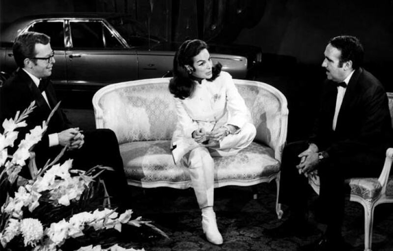 Entrevistando a María Félix, en la foto Pedro Ferriz.