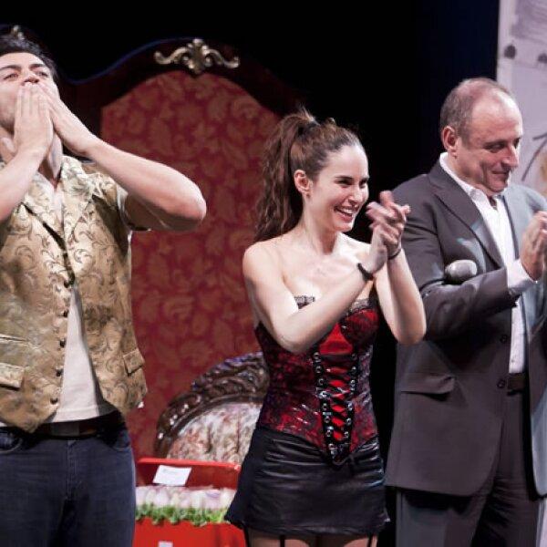 Ana Serradilla y Andrés Palacios al final de la obra.