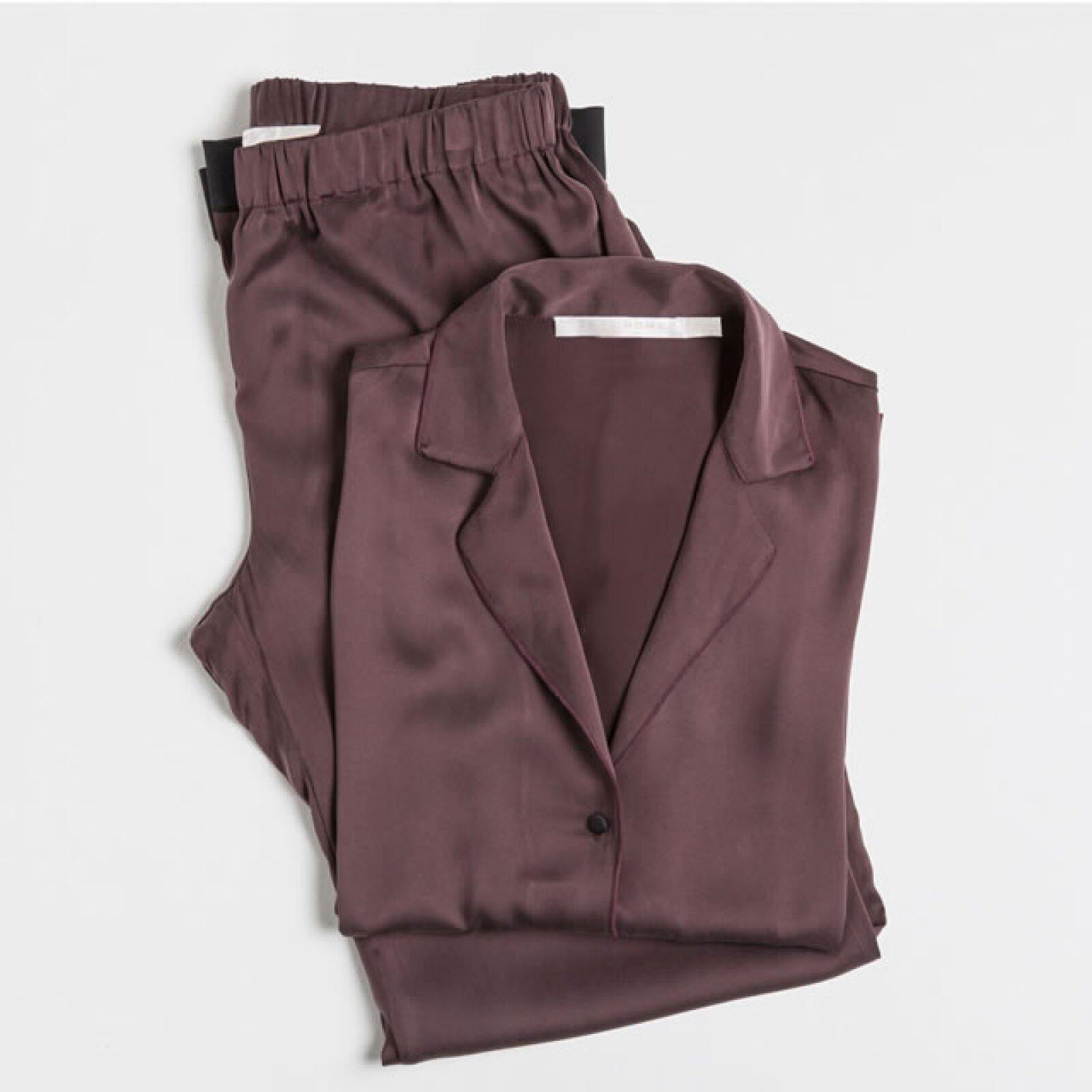 Pijama de seda. 1,899 pesos en Zara Home.