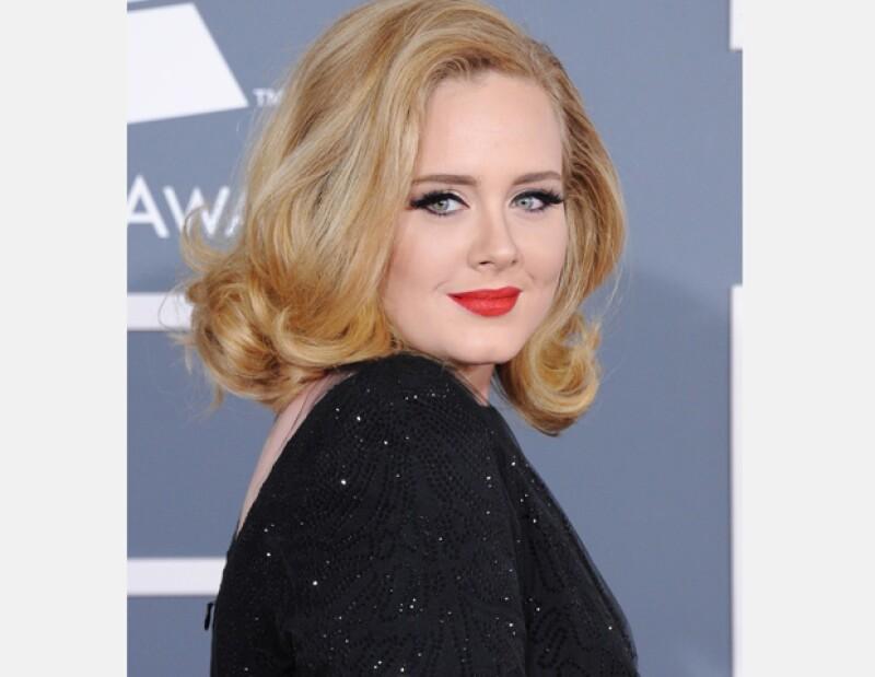 La cantante británica Adele y su pareja Simon Konecki se convirtieron en padres de un niño que nació el pasado viernes y hasta hoy se hizo pública la noticia.