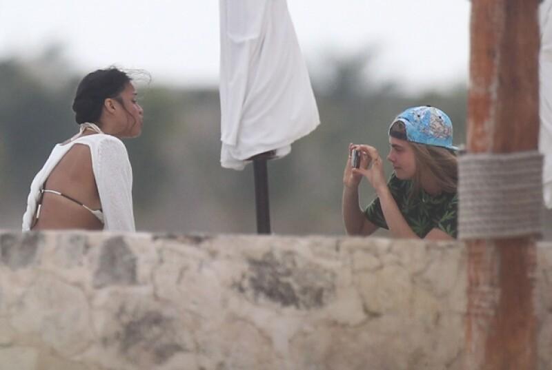 Cara y Michelle se tomaron algunas fotos.