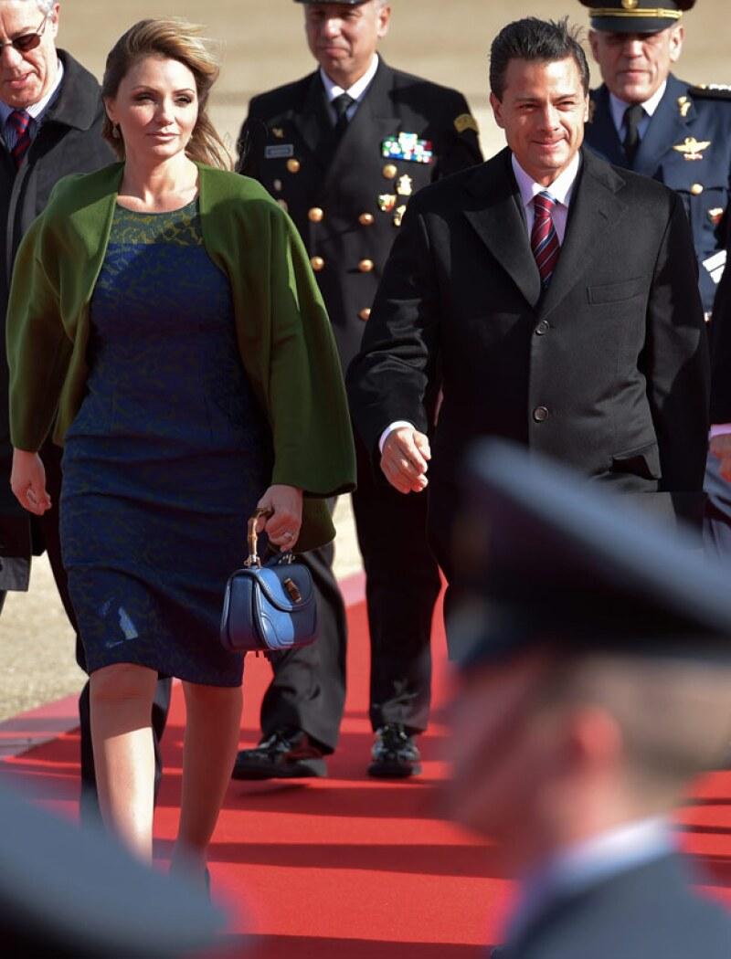 El mandatario mexicano y su esposa estarán mañana con la reina Isabell II, en el Palacio de Buckingham.