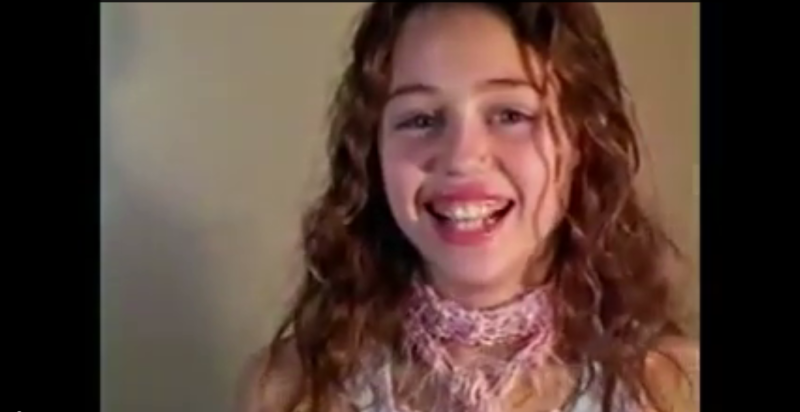 Salieron a la luz videos de una pqueña Miley Cyrus en el casting para Disney, además, ¿Caitlyn Jenner en The Bachelorette? Y Jude Law baila la conga con el Presidente de Bolivia.