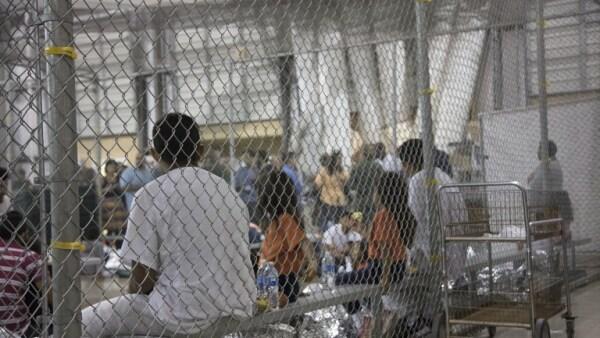 Siete congresistas realizan visita sorpresa a centro de detención de inmigrantes